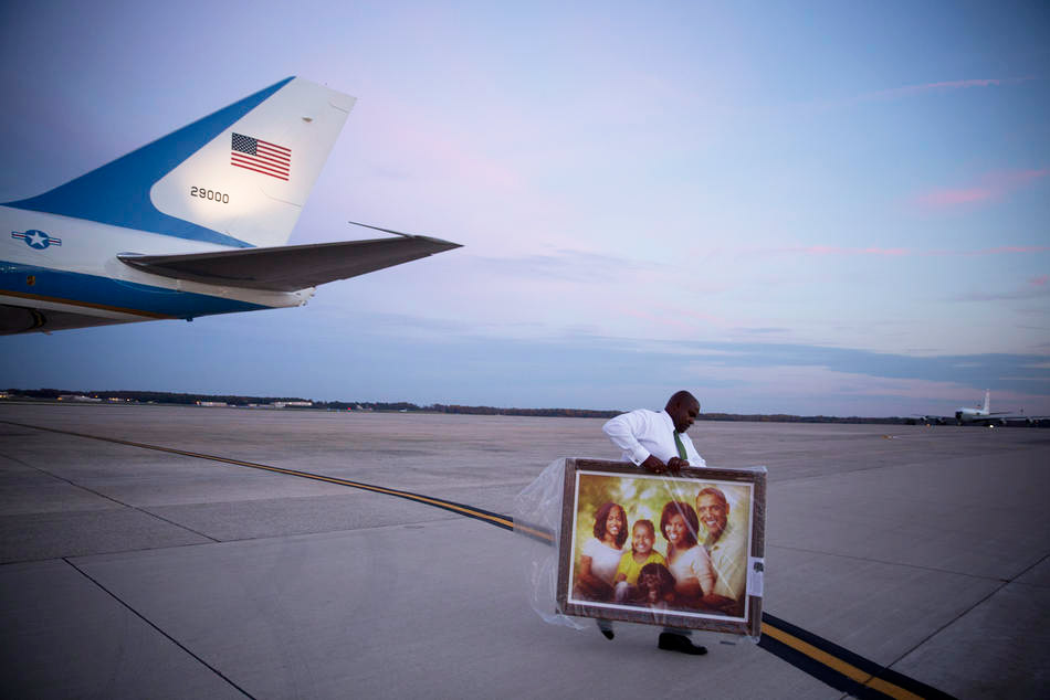 Barack Obama family portrait leaving Air Force one
